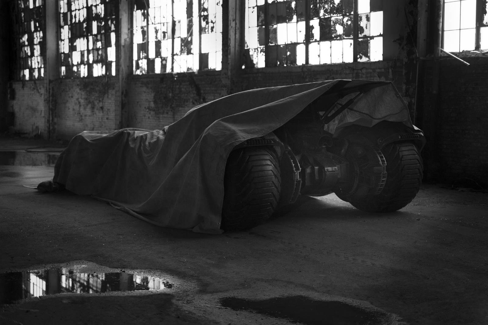 Batman-v-Superman-3d-batman-batmobile-2